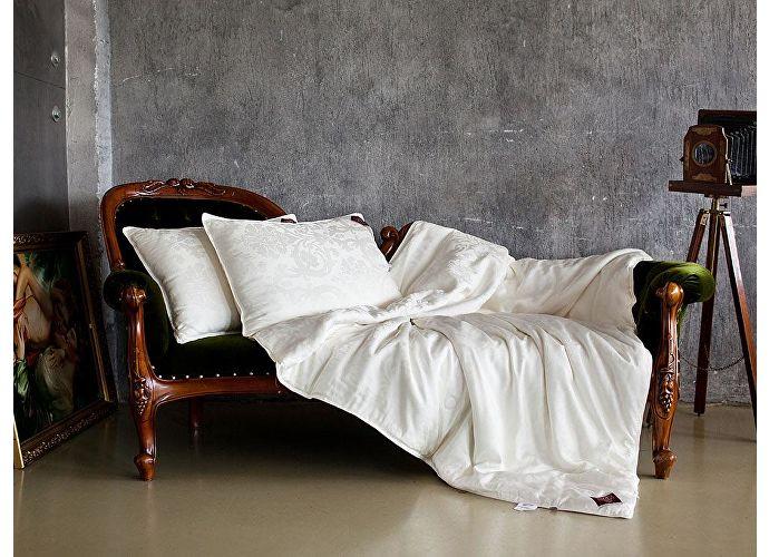 Шелковая подушка GG Luxury Silk Grass 70, арт. 75121