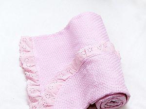 Детское одеяло ОТК вязаное, с рюшами