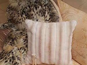 Купить подушку Blumarine 42х42 меховая